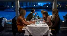 Bateaux Harmony dining inside